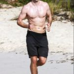 Robert Pattinson body measurements