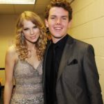 Taylor Swift with her brother Austin Swift