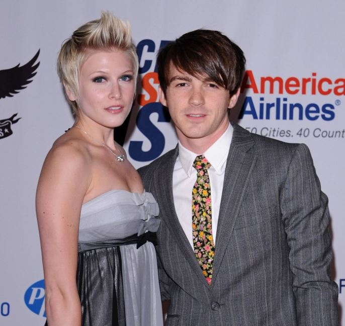 Drake dating is who bell Drake Bell
