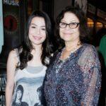 Miranda Cosgrove with her mother Chris Cosgrove