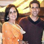 Akshay kumar with his sister Alka Bhatia