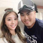 Hyun-jin Ryu with wife Bae Jihyeon