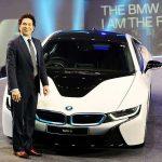 Sachin Tendulkar with his BMW i8 car